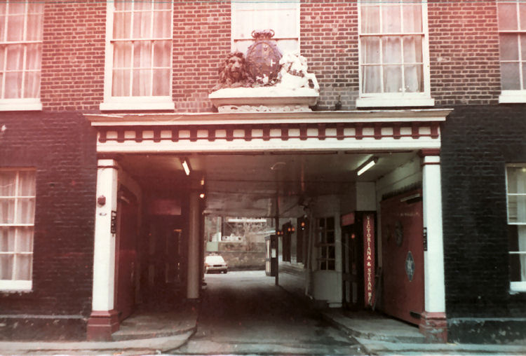 Royal Victoria and Bull Hotel courtyard 1978