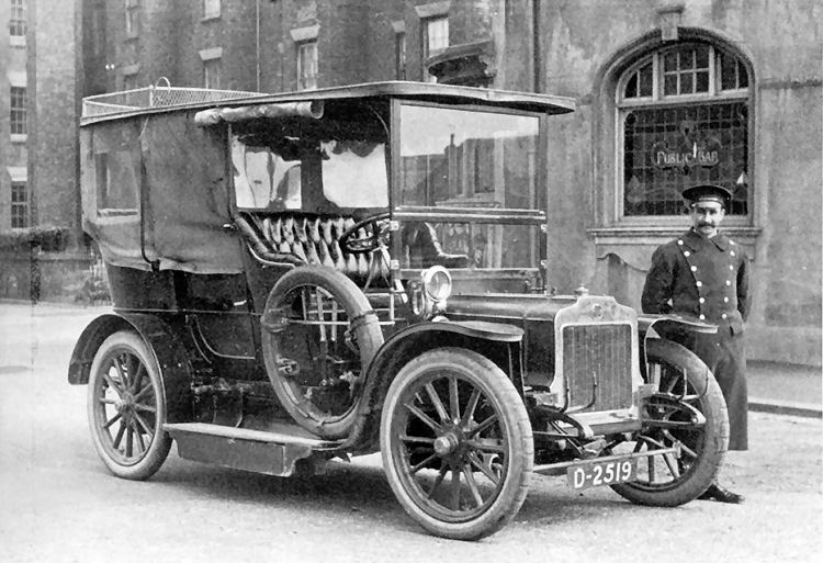 Car outside hotel in 1906
