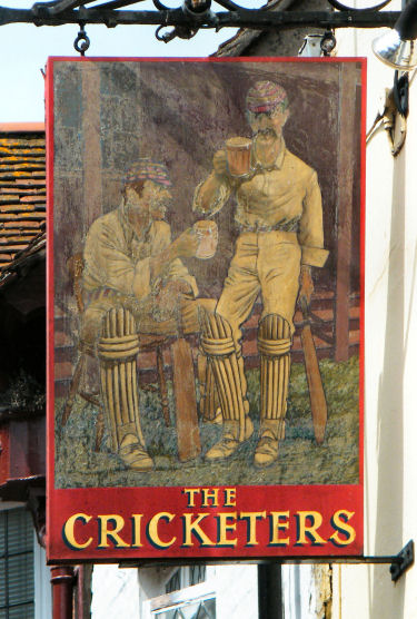 Cricketers sign